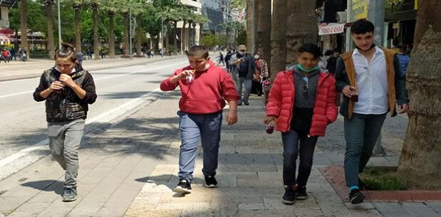 Cadde ve sokaklarda çocuk sesleri yankılandı