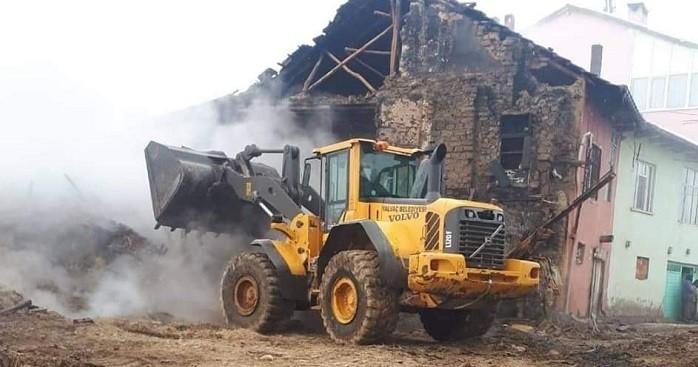 Yangın üç kardeşi hayattan kopardı