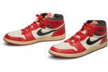 İmzalı ayakkabı 560 bin dolara satıldı