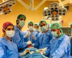İlk kez boyuna kesi yapmadan tiroid bezi ameliyatı yapıldı