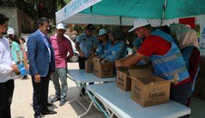 Eyyübiye belediyesi vatandaşlara ikramda bulundu