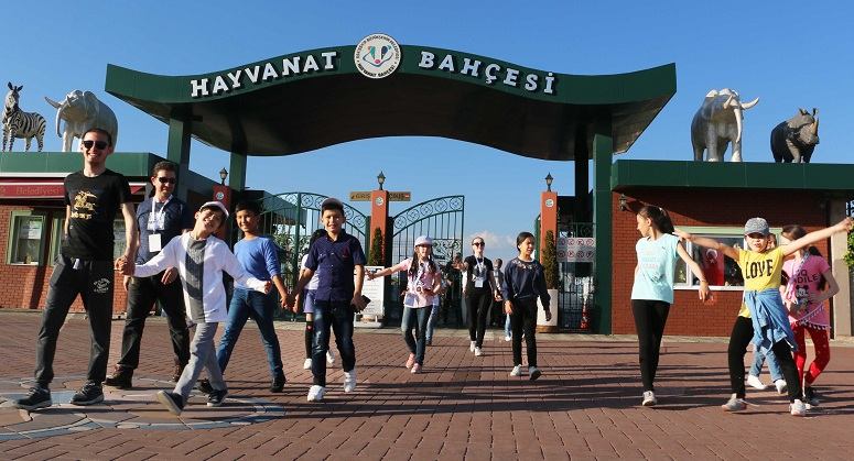 Dünya çocukları sazova Bilim Kültür ve sanat parkı'na hayran kaldı