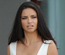 Adriana Lima Güzelliği İle Büyüledi