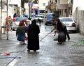 Şanlıurfa'da kadınlar, mahalleyi çamaşır suyu ile yıkadı