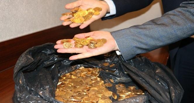 Asgari ücretle çalışan işçiler buldukları altınları polise teslim etti