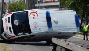 Ambulans devrildi, 6 yaralı