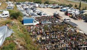 Sahipleri tarafından alınmayan araçlar çürümeye terk edildi