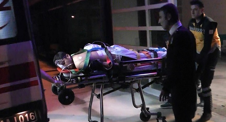 Hem bıçakladı , hem hastaneye götürdü