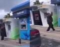 ATM'lere saldırdı, çekiç ile tek tek kırdı