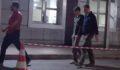 Babasını bıçakladı, okul kıyafetiyle gözaltına alındı