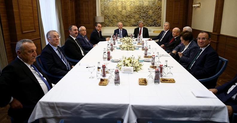 Adalet bakanı Gül, eski adalet bakanlarıyla bir araya geldi