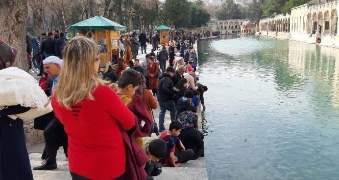 Vatandaşlar hafta sonu Balıklıgöl'e akın etti