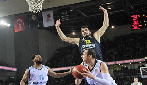 Nefes kesen maçta, kazanan ve finalist Fenerbahçe
