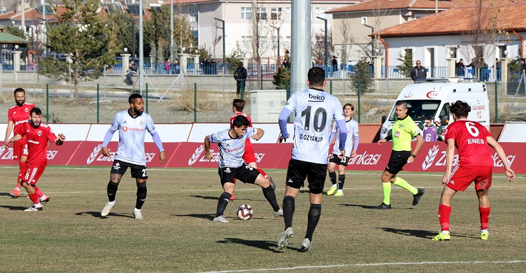 Beşiktaş yenilgiye rağmen tur atladı