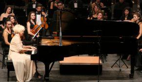 Dünyaca ünlü piyanist Eskişehirlileri büyüledi