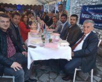 Tarihi Mostar Köprüsü yüzlerce Müslüman'ı iftarda bir araya getirdi.