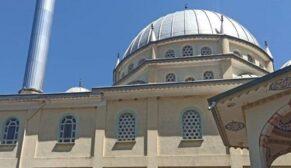 Caminin çatısını onaran işçi yere çakıldı