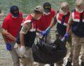 Batan tekneden cesetler çıkarılıyor