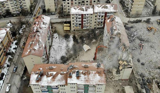Elazığ'da yıkımı yapılan bina sayısı 920'ye ulaştı