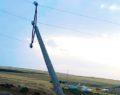 Fırtına elektrik direklerini devirdi
