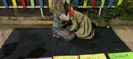 Diyarbakır'da Emine Bulut cinayetine tepki için sokakta sahne aldılar