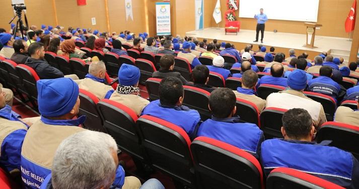 Belediye'den tüm personeline eğitim semineri