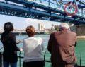 Borcu olan genç köprüden nehre atladı