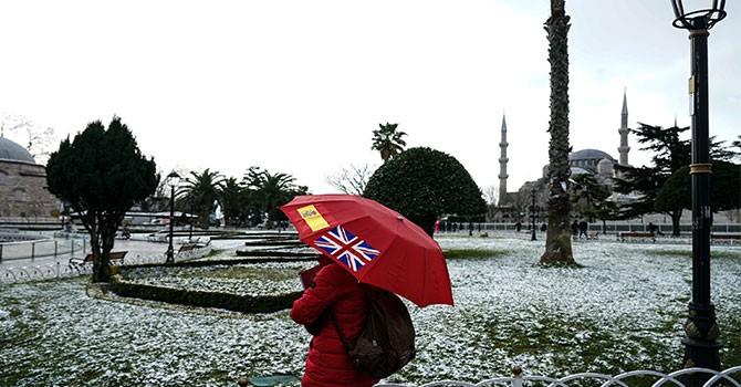 İstanbul'un beklediği kar yağdı