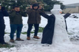 Kardan adamın arkasında safa durdular
