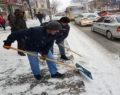 Kars'ta karla mücadele zorlukla sürüyor