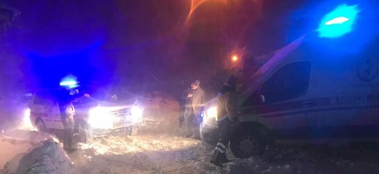 Karda mahsur kalan hasta kurtarıldı