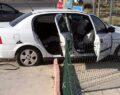Otomobil akaryakıt istasyonuna girdi: 3 yaralı