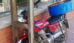 Motosiklet elektrik direğine çarptı: 1 ağır yaralı