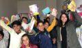 İki gönüllü yüzlerce öğrenciyi mutlu etti