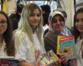 Tramvayda vatandaşlara 500 adet ücretsiz kitap dağıttılar