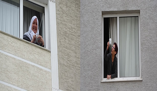 Camdan cama komşu günü