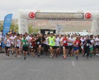 Urfa Kurtuluş yarı maratonu renkli görüntülere sahne oldu