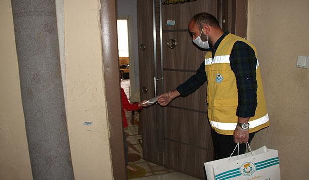 Haliliye'de üretilen maskeler evlere dağıtılıyor