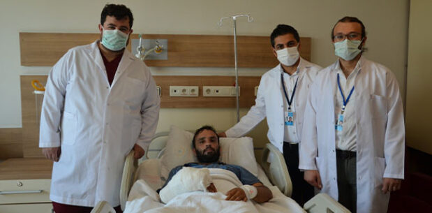 Şanlıurfa'da başarılı operasyon: Ayak parmağı eline nakledildi
