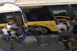Otobüsün camını kırıp içeri girdiler