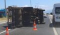 Çöp kamyonu devrildi: 2 yaralı