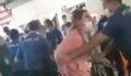 Maske cezası yazmak isteyen polise yumruk attı