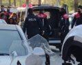 Polisi görünce soyunmaya kalktı