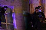 Bıçakla cama çıktı, kendini polise ihbar etti
