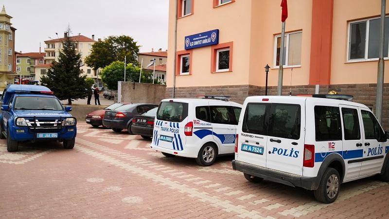 Polis kendi annesini ağır yaraladı