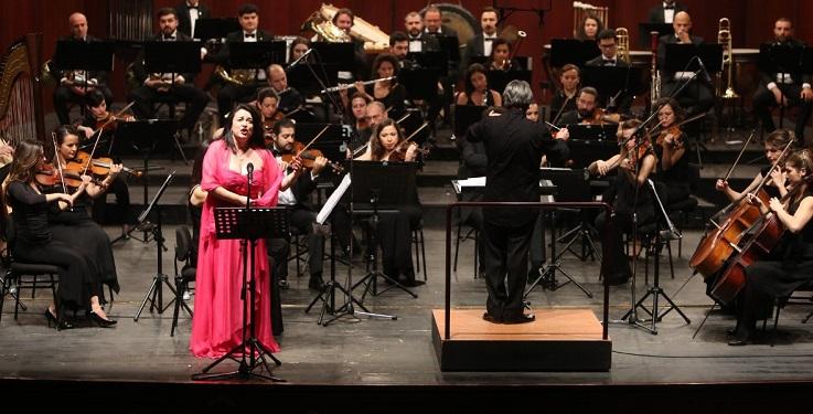 Senfonide tenor ve soprano gecesi
