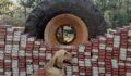 Urfa'da iş makinesinin lastiğinden kaçak sigara çıktı