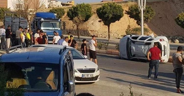 Siirt'te otomobil kamyonetle çarpıştı: 2 yaralı