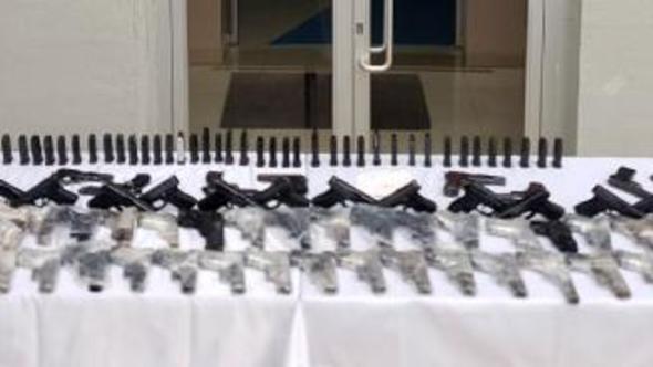 Akçakale'de uyuşturucu ve silahlarla yakalandılar