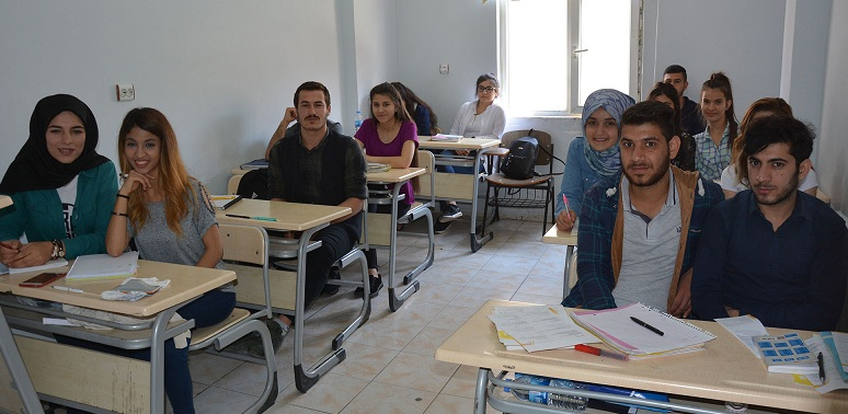 Hedefe 'Gençlik Evleri'nde hazırlanıyorlar